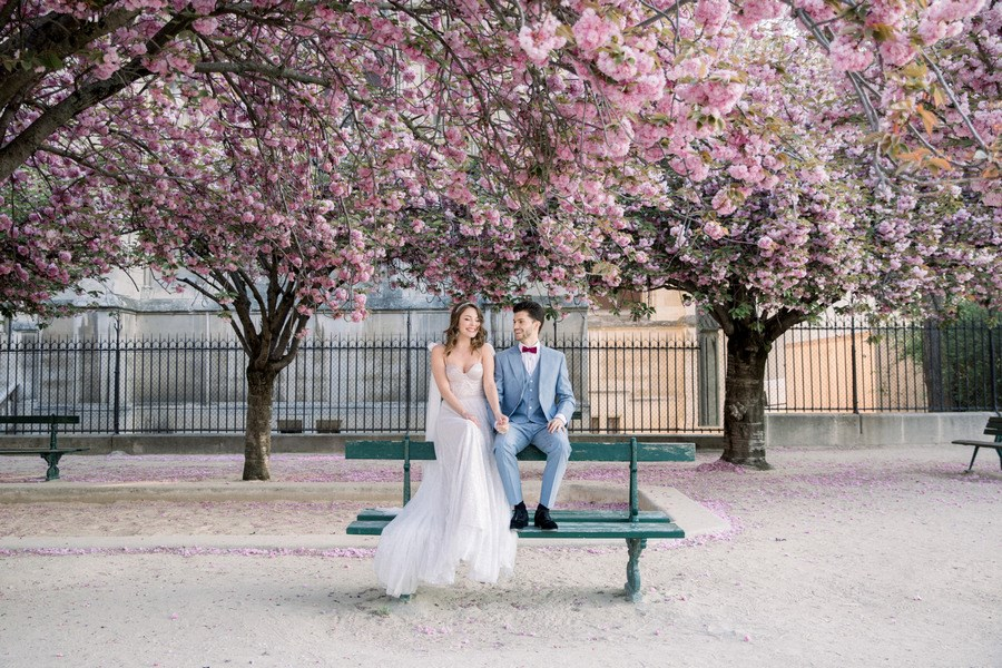 Main image: Modern Spring Elopement at Notre Dame Cathedral